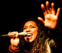 Aisha the Raptavist
