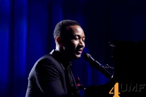 Yahoo-On-The-Road-With-John-Legend-A-Huge_Success